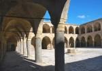 Акко. Западная Галилея. Постоялый двор Хан Аль-Умдан. Внутренние открытые галереи.Акко. Западная Галилея. Постоялый двор Хан Аль-Умдан. Внутренние открытые галереи.