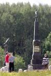 У памятника пехотной дивизии генерала Д.П. Неверовского