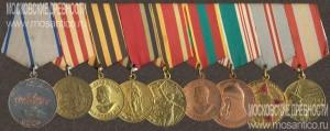 Пример ношения медали «За оборону Москвы» с другими наградами на общей колодке