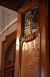 Особняк Рябушинского, фрагмент двери в гостинной с резным цветочным орнаментом