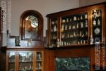 Особняк Рябушинского, восточный кабинет, шкаф с коллекцией статуэток и нэцкэ