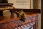 Особняк Рябушинского, бронзовая статуэтка дракона на шкафу