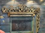 Экспозиция «Центральная Россия». Фрагмент с деревянным наличником избы, Музей славянских культур ГАСК