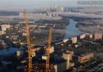 Краны башни Евразия (Москва-сити) на фоне Москвы. Автор Евгений Беззубцев