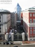 Тверская улица: дом генерал-губернатора и офисное здание за ним. Март 2012. Автор: Алексей Сидельников