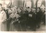 12. На демонстрации. 7 ноября 1958 г. На первом плане-бабушка Валя с женой брата Володи-Валентиной