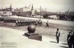 Николай II принимает парад во время церемонии открытия памятника императору Александру III в 1912 году в Москве на Пречистенской набережной