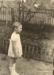 10. Моя мама в нашем дворе. Больничный переулок, 5. 1970