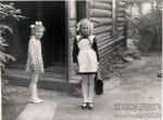 14. Парадная в Больничном переулке, 5. В 1970-х годах Москва была еще такой... Моя мама (справа) с соседкой Наташей.
