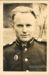 6. Симаков Александр в 1954 году. Во время службы в Германии. На груди знак Отличный связист