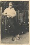 8. Дядя Володя во дворе нашего дома . Больничный переулок. 1950-е