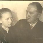 5. Моя бабушка Валентина с отцом. После возвращения с фронта.