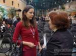 Анна Федорец обменивается впечатлениями от награждения