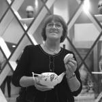 Татьяна Афанасьева в московской галерее современного искусства фарфора. Фото Василия Золотухина. Сентябрь 2013 г.