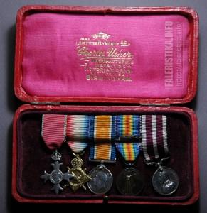 Колодка с миниатюрами наград тыловика Первой Мировой войны в оригинальном футляре производителя Charles User (Бирмингем). После 1936