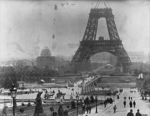 Строительство Эйфелевой башни («Paris. Tour Eiffel (juillet 1888)» BnF, Estampes et Photographie, Qe Mat 1)