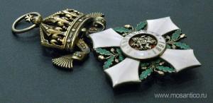 Третье Болгарское царство. Знак ордена «За гражданские заслуги» IV степени (болг. Орденъ «За гражданска заслуга. IV Степен») с короной. Вид сбоку