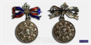 Медалевидный жетон (медалет) с портретом королевы Виктории и членами британского королевского дома. Выпущен к бриллиантовому юбилею правления королевы Виктории (1837—1897). Thomas Fattorini, Бирмингем, 1896