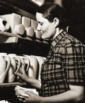 Ева Штриккер-Цайзель (1906-2011) венгерский дизайнер, керамист. Работала на ЛФЗ в 1932-1933 годах, создала формы сервиза «Интурист». В 1936 году была арестована, выслана из СССР. В 2001 году создала для ЛФЗ форму сервиза «Талисман». Фото 1935 года
