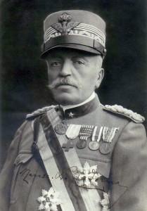 Итальянский маршал, граф Луиджи Кадорна (итал. Luigi Cadorna; 1850—1928). Пример ношения памятной медали итало-австрийской войны 1915-1918 с четырьмя планками на ленте «1915», «1916», «1917» и «1918».