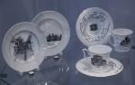 Фрагмент экспозиции в витрине с серией тарелок (2014) и сервизом «Грузинский дневник» (2015). М.М. Тренихин, ИФЗ.