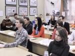 Гости выставки Михаила Тренихина «Москва—Закавказье: фрагменты национального пейзажа» — учащиеся и работники ГАСК