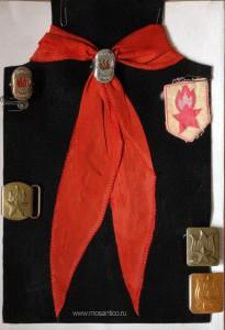 Пионерская атрибутика. Галстук, довоенные зажимы для галстука, шеврон, пряжки от ремней